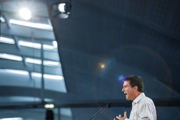 Valls 1chèque en blanc pour libéraliser le travail dominical